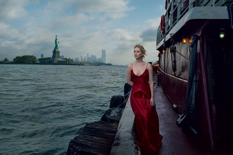 性感登場!Jennifer Lawrence 展現四種風情 為《Vogue》九月號拍攝封面